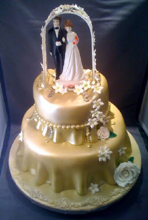 WeddingCakeWithYourOwnTopper.JPG